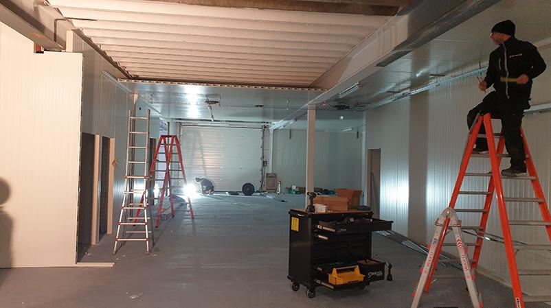 Bouw Wanden en plafonds worden geplaatst EntoBreed